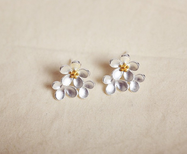 FLOWER CLUSTER STUD EARRINGS