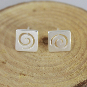 SWIRLED SQUARE STUD EARRINGS