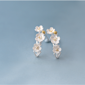 CURVED CLUSTER FLOWER EARRINGS