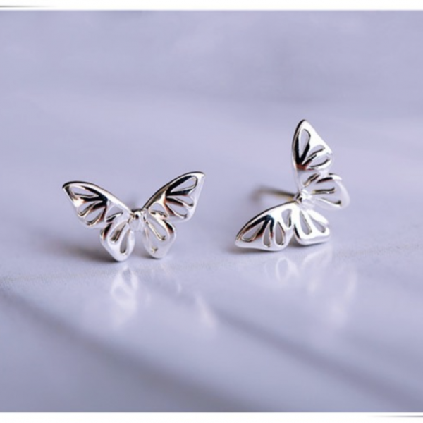 SIMPLISTIC BUTTERFLY STUD EARRINGS