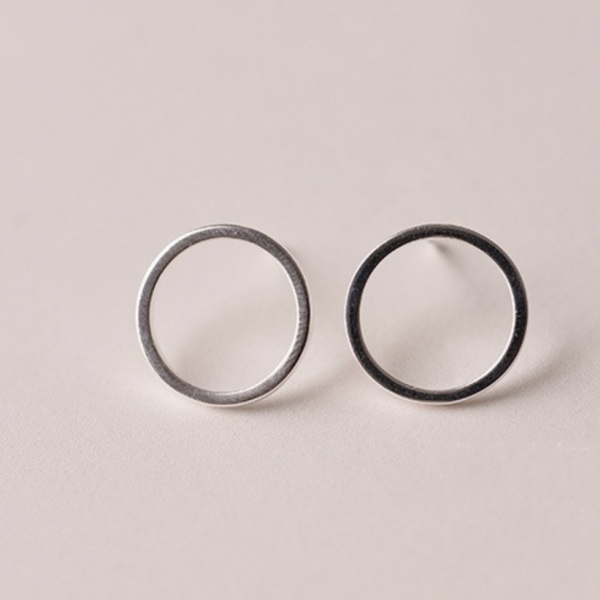 SIMPLE CIRCLE STUD EARRINGS