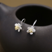 STERLING SLIVER SMALL FLOWER DROP EARRINGS